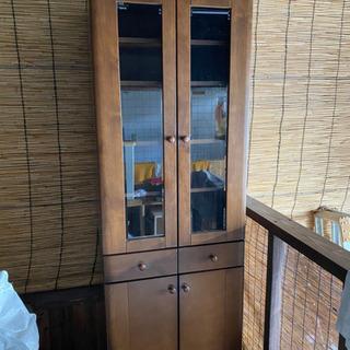 スリムな食器棚