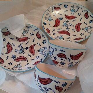 鳥の柄の食器セット