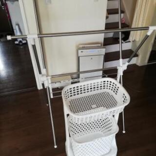(取引中)洗濯物干し、かご、移動式小物置き