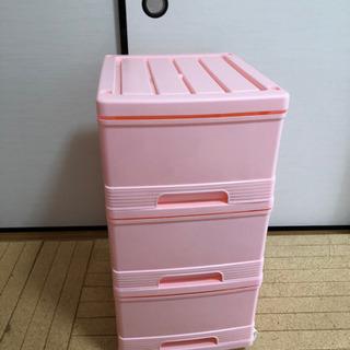 相談中 キャスター付き衣装ケースとゴミ箱