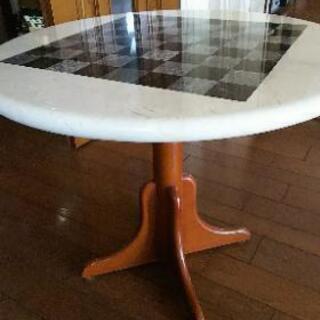 石目(大理石)調のサイドテーブル