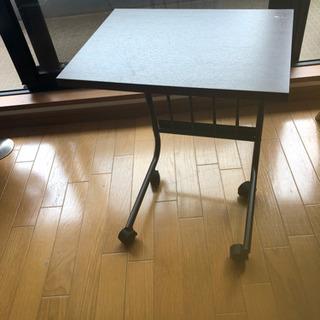 キャスター付き!小さなテーブル