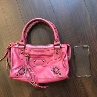 本革 ピンクのハンドバッグ
