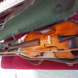 試験的に製作されたヴァイオリン(ボディー内部にまでニスが塗られた...