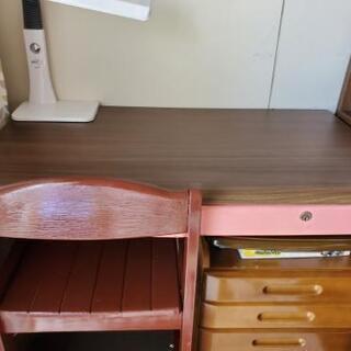 学習机と椅子のみ