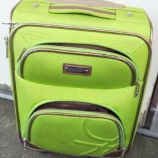 受け渡し決定: 中古スーツケース: ベネトン、鍵付き