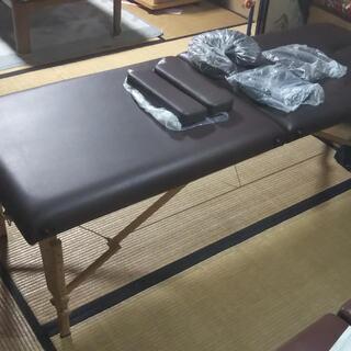 折りたたみ式のマッサージベット(木製、出張施術も可能です)