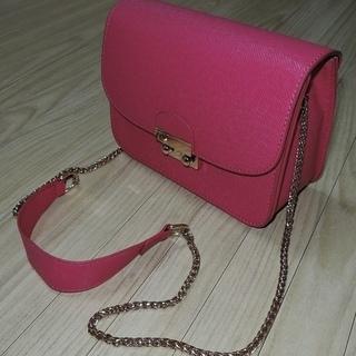 ピンクの可愛いショルダーバッグ