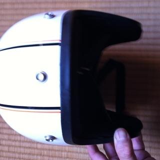 ジェットヘルメット 白、縦にストライプ入りBSAシール付き