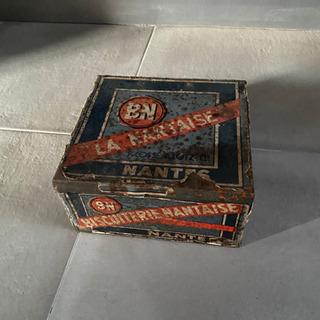 大きな古いTin缶 ブリキの缶/ヴィンテージ品/雑貨 ディスプレ...