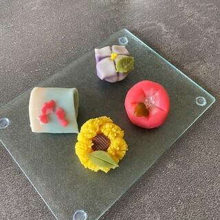 季節を愉しむ和菓子作り 〜夏を模る練り切り〜