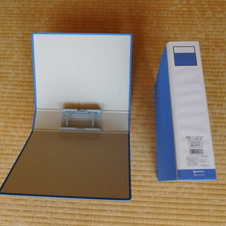 A4 パイプ式ファイル両開き青 D055J-BL