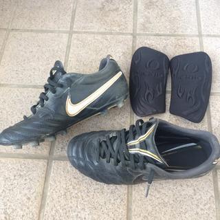 サッカー スパイク ナイキ ティエンポリゲラ 黒金 24.5cm...