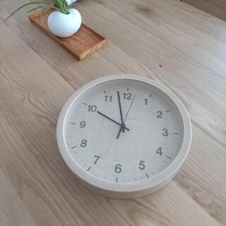 木目調掛け時計 (ニトリ)