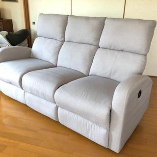 ヤマダ電機購入 電動リクライニング3人掛けソファーです。