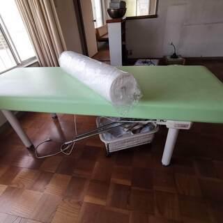 ヒーター付き施術用ベッド