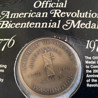 アンティークブロンズ色のメダル