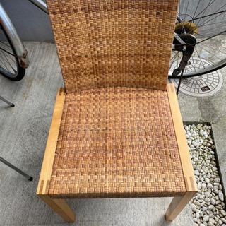 藤タイプの椅子