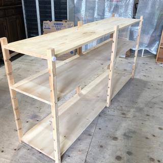 幅の広い木製棚