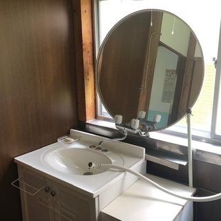 大きな丸い鏡(女優鏡という感じ)