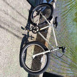 26インチ タイヤの太い自転車 ファットバイク アイボリー
