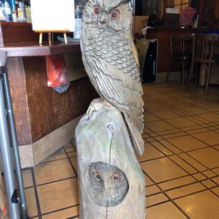 フクロウの木彫りの置物