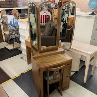 中古 店舗近郊送料格安 ドレッサー 三面鏡 収納多数 椅子付き ...