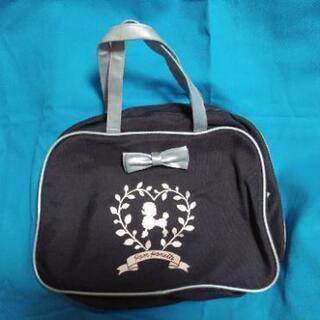 Pom Ponette のバッグです。
