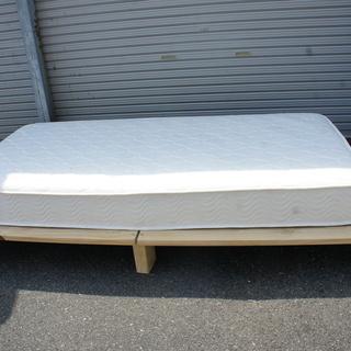 引っ越し不用!木枠のベッド!ソファマット付きを格安でお譲ります!