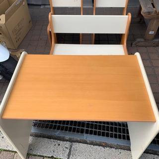 小さい子供用机と椅子セット