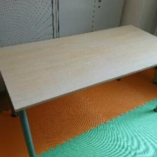 PCデスク、作業テーブル。無料