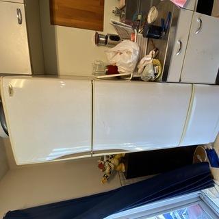 冷蔵庫差し上げます!冷凍、冷蔵、野菜室の3ドアタイプ