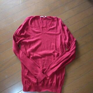 ユニクロ薄手セーター 赤