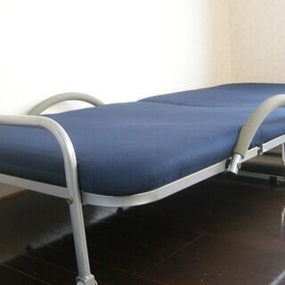シングル折りたたみベッド無料でさし上げます。