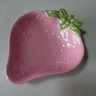 決定しました。取引中 ピンクの苺のお皿 など数点まとめて トレー...