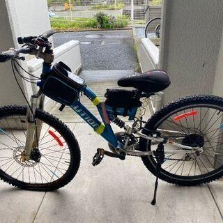 青いマウンテンバイク
