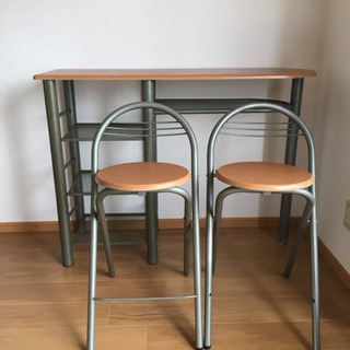カウンターテーブル 折り畳みイス2脚付きの画像