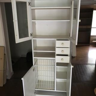 収納棚(洗濯カゴ内蔵型) さしあげます。