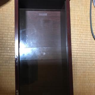 ガラス戸の棚