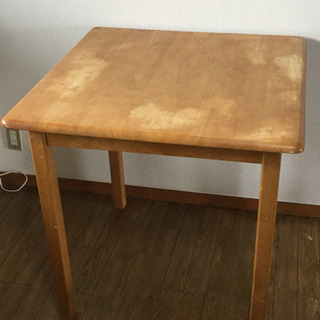 中古 食卓テーブル 2人用   幅75.5  奥行75  高さ7...