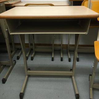 小学校で使用と同じ机と椅子③