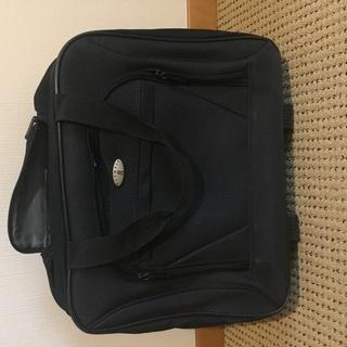 OLYMPIAの黒キャリーバッグ