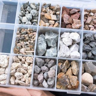砂利、防草シート、砕石、平板、人工芝、ブロック、レンガ販売致します。