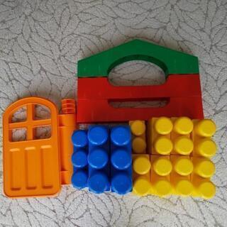 1歳には全身でブロック ピープル