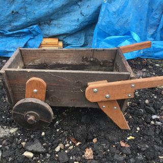 ガーデニング 木製2輪車 プランター置きにどうですか?