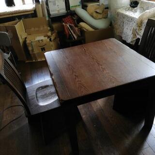 高山の民芸家具。テーブルと椅子2脚 電気コタツ付き