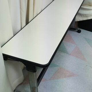 【無料】折り畳み長テーブル(キャスター付)さしあげます