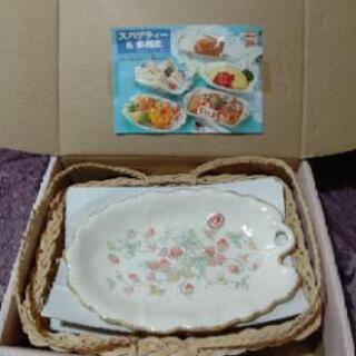 【新品未使用】5枚セット いちご柄 木の葉型のスパゲティ&多用皿...