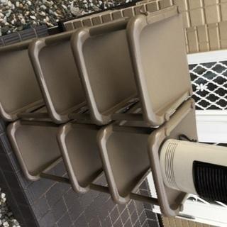 靴収納ケース及び電気ファンヒーター