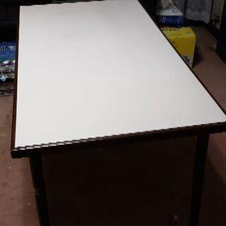 ダイニングテーブルセット(テーブル、椅子4脚、ひじ掛け回転椅子1脚)